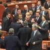 Parlamenti shqiptar: Grushta, dhunë dhe skenar shkatërrimi/video
