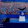 """20 vjet nga shembja e bustit të diktatorit, Tirana zbarkon në sheshin """"Nënë Tereza"""" me 300 mijë qytetarë"""