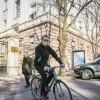 Erion Veliaj hyn në histori si i pari kryetar bashkie që shkon në punë me biçikletë